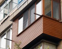 Выбираем строительные материалы для обшивки балкона